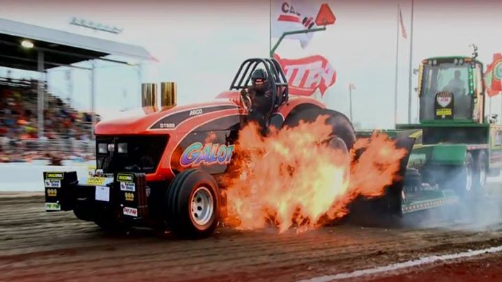 Tractor Pulling Accidents : Tractor pulling crash cocktailvp radio network