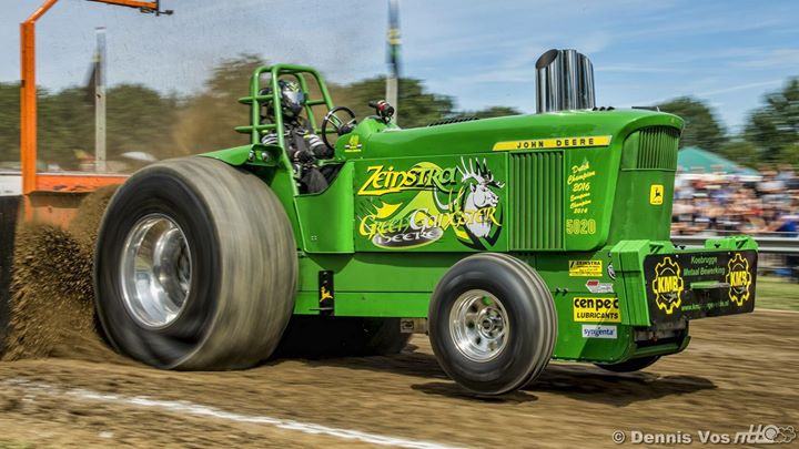 fresh-and-fast-picture-by-dennis-vos-green-gangster-deere-from-tractorpullingte.jpg