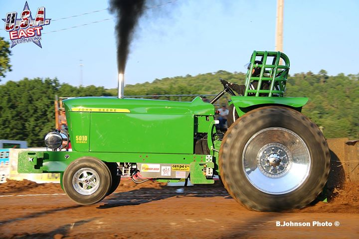 1533469776_411_last-years-champion-in-the-hubner-seed-sponsored-classic-super-stock-tractor-di.jpg