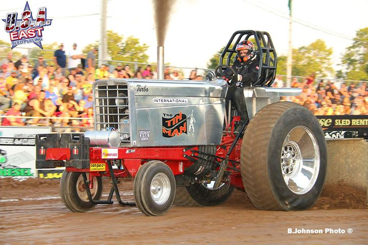 1533469776_66_last-years-champion-in-the-hubner-seed-sponsored-classic-super-stock-tractor-di.jpg