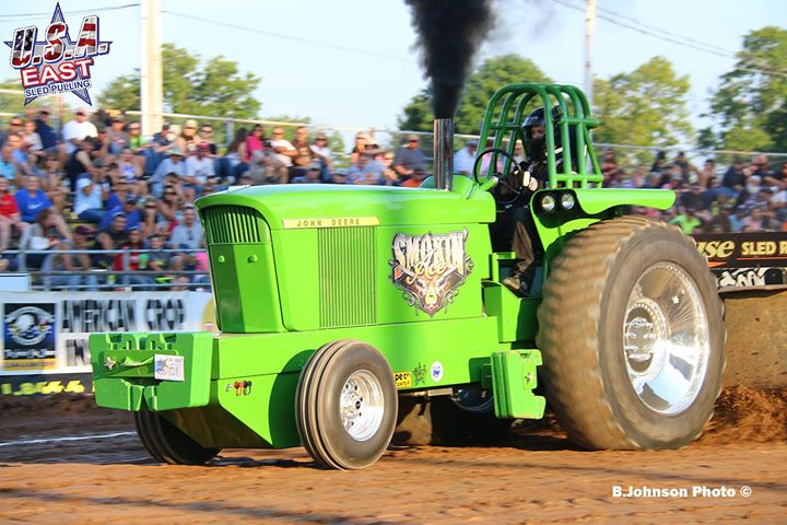 last-years-champion-in-the-hubner-seed-sponsored-classic-super-stock-tractor-di.jpg